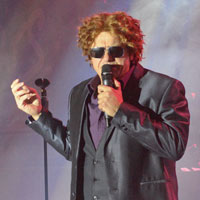 Darren Alboni as Mick Hucknall - click to enlarge
